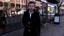 SVT:s reporter Oskar Jönsson på plats i Vetlanda.