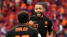 Memphis Depay jublar efter sitt 1-0-mål mot Nordmakedonien.