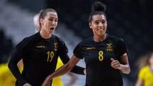 Sveriges Anna Lagerquist och Jamina Roberts under OS-mötet med Brasilien.