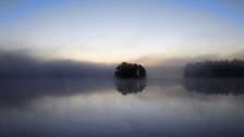 Dimman låg över Skoboviken, sjön Sommen, söndag morgon 27/9