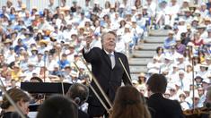 Mariss Jansons dirigerar Berlinfilharmonikerna på Cypern.