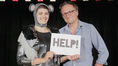 Artisten Viki Browne och Michael Mosley. Viki har en föreställning med namnet help som handlar om depression som hon själv också lider av.