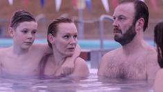 Karen (Nanna Kristín Magnúsdóttir) och Matti (Sveinn Ólafur Gunnarsson) får en glimt av det gamla goda familjelivet och Karen börjar fundera på vad det egentligen är hon vill.