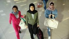 Fr v: lillasyster Lisha (Yussra El Abdouni), storasyster Sulle (Nora Rios), och Kerima (Amanda Sohrabi).