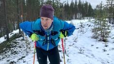 """140 km terränglöpning i snöblandat regn och allmänt ruggigt senhöstväder är vad som ligger framför Peltsi. I sin andra utmaning ska han på tre dagar springa Karhunpolkuleden i norra Karelen. Programledaren och vildmarksentusiasten Mikko """"Peltsi"""" Peltola vill testa sina gränser och har bestämt sig för att under ett års tid genomföra sex utmanande prestationer."""