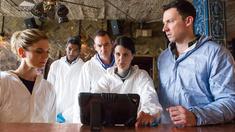 Dr Nikki Alexander (EMILIA FOX), DCI Martin Cramer (JOHANN MYERS), Dr Thomas Chamberlain (RICHARD LINTERN), DI Carey Murphy (HEATHER PEACE) och Dr Jack Hodgson (DAVID CAVES).