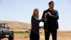 Claire Danes som Carrie Mathison och Costa Ronin som Yevgeny.