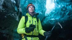Glaciolog Heidi Sevestre. Heidi studerar hastigheten på glaciärer och har funnit att vissa kan flytta sig upp till 60 eller 70 meter om dagen.