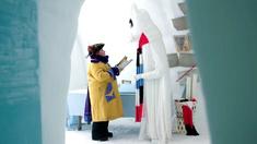 Kapten Doris (Marianne Mörck) återförenas med sin fulländade syster Vinterskuggan.
