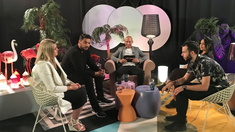Hej Morre är en romsk talkshow med artisten Mark Marek Glindrönn som programledare.