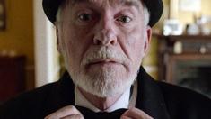 Gerry (Ian McElhinney) är biografmaskinist.