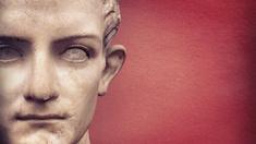 För 2000 år sedan föddes Caligula, Roms kejsare och en av historiens värsta tyranner.
