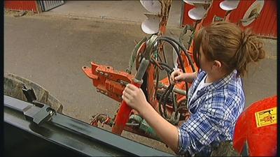 Traktor med plog