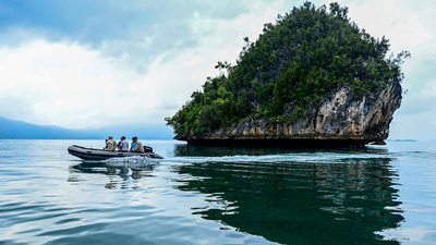 Navigering på endorheiska sjöarna. Här besökts den sista sjön, Uwabutu.