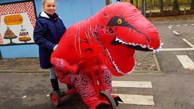 55. T-rex på trehjuling