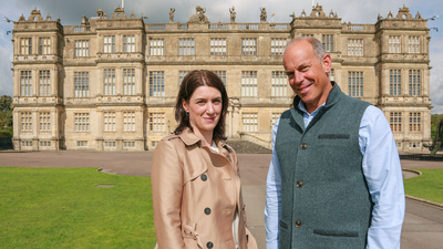 Phil Spencer med konserveringsarkitekt Liz Smith framför Longleat House.