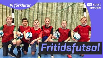 De tränar fotboll på sitt fritids