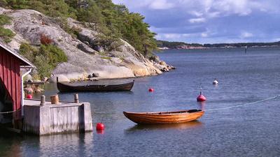 Sommartid besöks Brännskär av tusentals människor, men vintertid är det endast en handfull människor som bor på den lilla ön. Livet på Brännskär i Skärgårdshavet i landskapet Egentliga Finland är ett liv nära naturen, men också ett liv som bjuder på en del utmaningar.