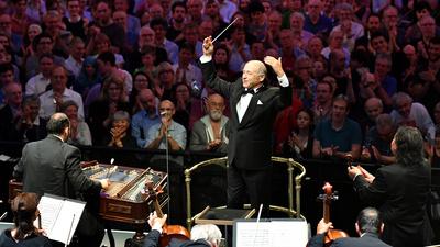 Iván Fischer är ceremonimästare och leder Budapests festivalorkester i ett fullsatt Royal Albert Hall 2018. Det blir en storslagen och medryckande hyllning till ungersk musik.