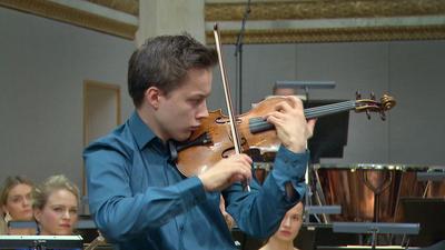 Nu, i april, firas varje år romernas internationella dag. Och romsk musik har inspirerat kompositörer i alla tider. Ravel är en av dem - här hör vi vår svenske stjärnviolinist Johan Dalene i Ravels Tzigane.