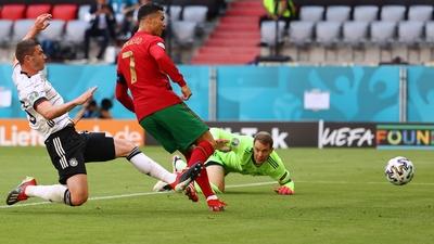 Ronaldo nätar på kylig passning från Jota