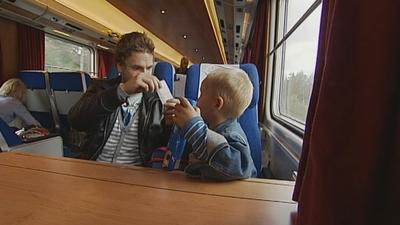 Elias vill åka tåg!