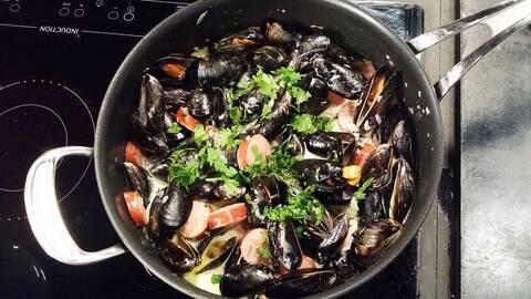 Mustig gryta med musslor och chorizo