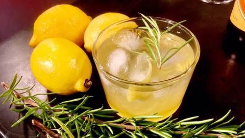 Citrus- och rosmarinspritzer