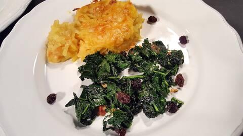 Kryddig potatiskaka med fräst grönkål