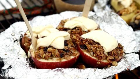 Grillade äpplen med müsli