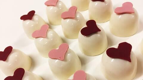 Praliner med vit chokladganache.