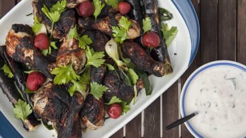 Jordgubbssallad med grillad kyckling och grönsaker