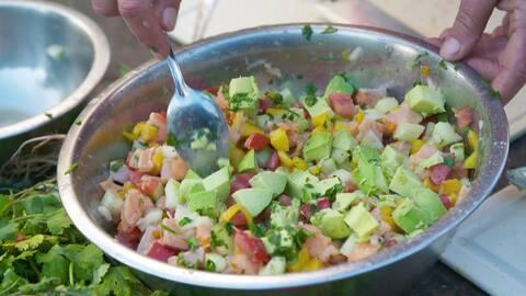 Ceviche med fisk, lime och mango.