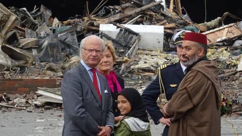 Kungen besöker Vivalla efter moskébranden.