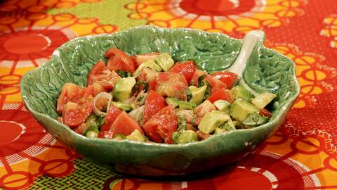 Tomat- och avokadosallad.