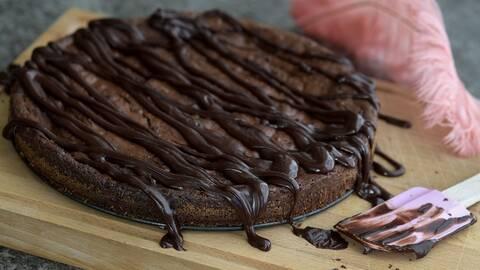 Kladdkaka med chokladglasyr.