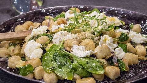 Gnocchi med grönsaker i ugn.