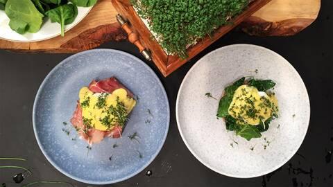 Ägg benedict och ägg florentine med engelska muffins.