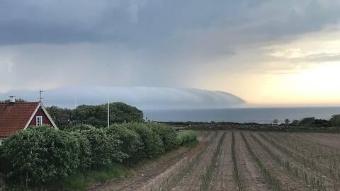 Spektakulära moln ute till havs, Torekov i Skåne.