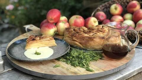 Äppelkaka med granskottssirap.