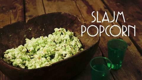 Gröna slajmpopcorn.