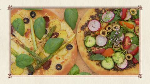 En pizza med sucuk (turkisk korv), sparris och potatis och en med mynta, rädisor, tomater och gurka.