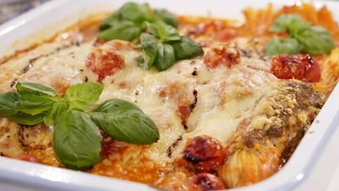 Köttbullar och spagetti i ugn.