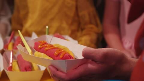 """""""Varmkorvar"""" – chokladbollsdessert med mango."""