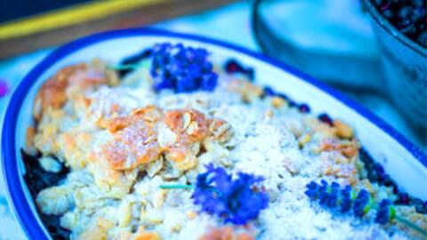Knäckig blåbärspaj.