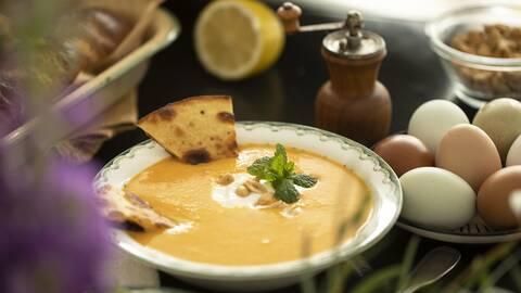 Morotssoppa med kokos, röd curry och quesadillas.
