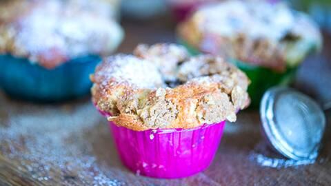 Glutenfria blåbärsmuffins med kanel och kardemumma.