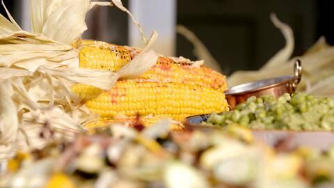 Grillad majs med sriracha och ost.