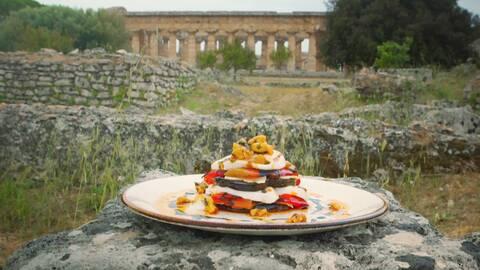 Aubergine med mozzarella och paprika.