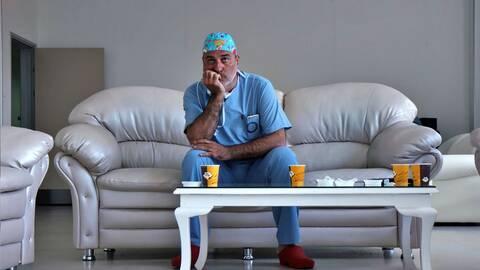 Paolo Macchiarini i soffa ur SVT:s Dokument ment inifrån: Experimenten 2015.